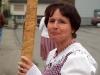 Annamarie in Vorbereitung auf einen Auftritt mit der Alphorngruppe Rigi-Mythen in Goldau, April 2004